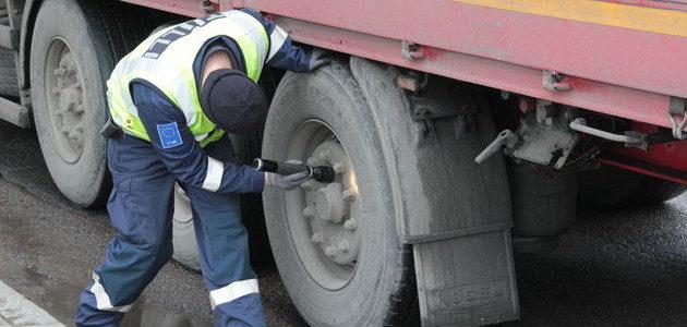 TULLI kontroluje auta ciężarowe wjeżdżające do Finlandii
